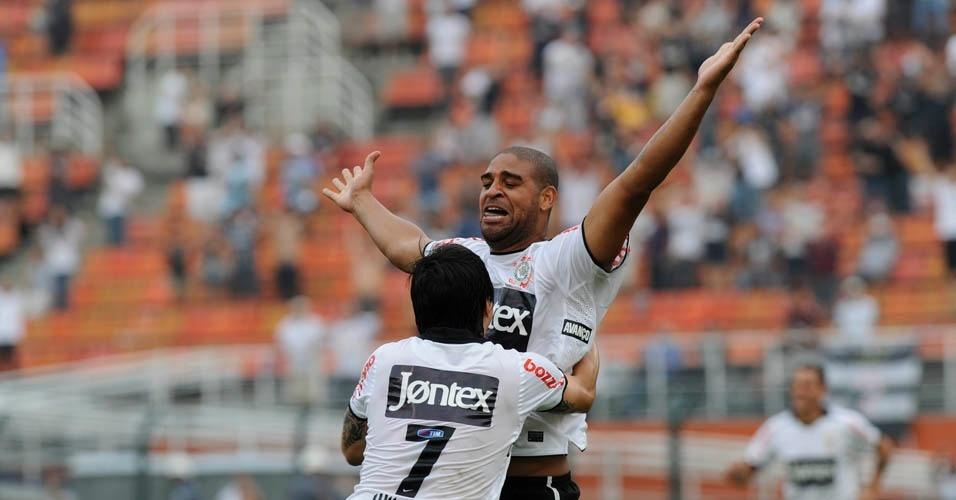 Adriano comemora seu primeiro gol pelo Corinthians em 2012, no jogo contra o Botafogo