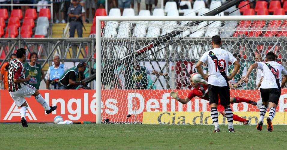 De pênalti, Fred fez o primeiro gol do Fluminense na decisão