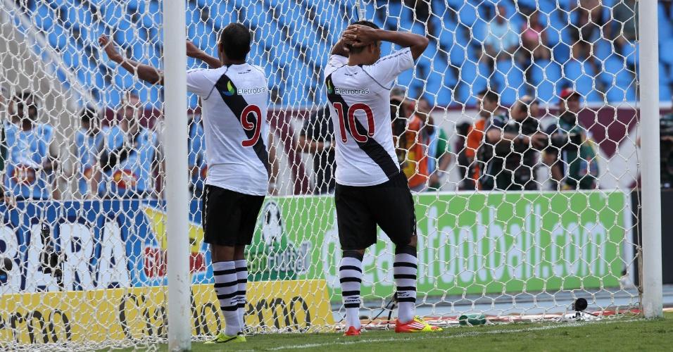 Jogadores do Vasco lamentam durante a final da Taça Guanabara