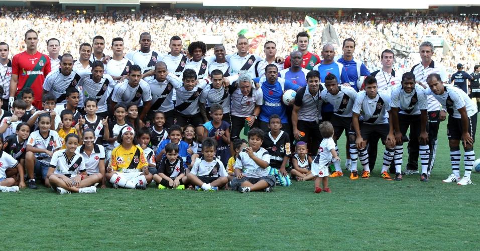 Jogadores do Vasco posam para foto oficial antes da final da Taça Guanabara