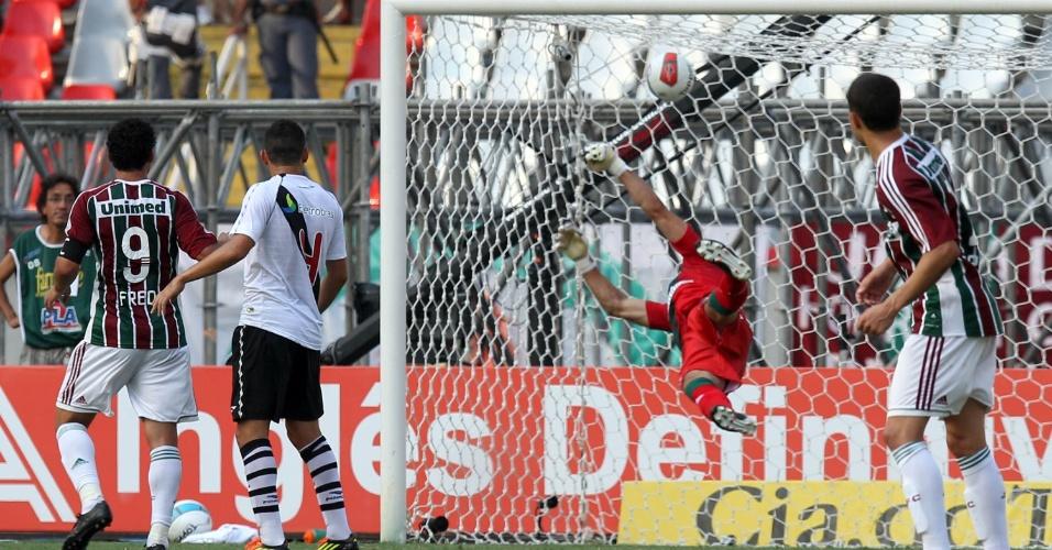 O segundo gol do Fluminense no jogo foi marcado pelo meia Deco