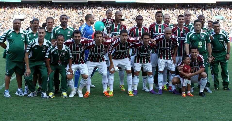 Time do Fluminense posa para a foto oficial antes da decisão