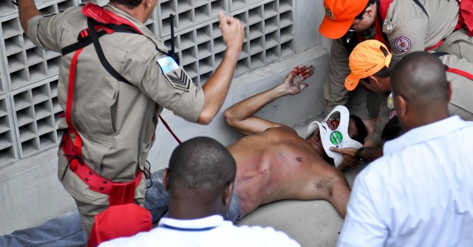 Torcedor do Fluminense caiu no fosso durante a decisão