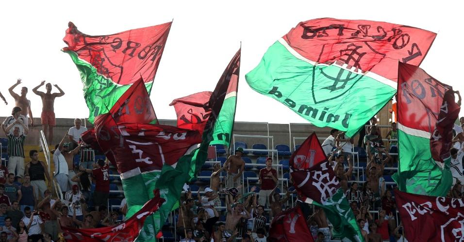 Torcedores do Fluminense fazem a festa durante o jogo contra o Vasco