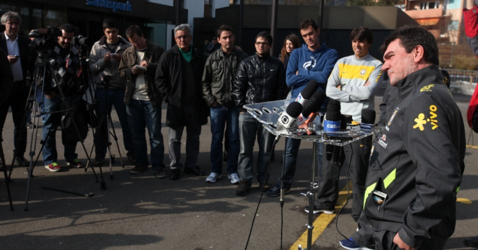 Andres Sanchez fala em coletiva da seleção brasileira, na Suíça
