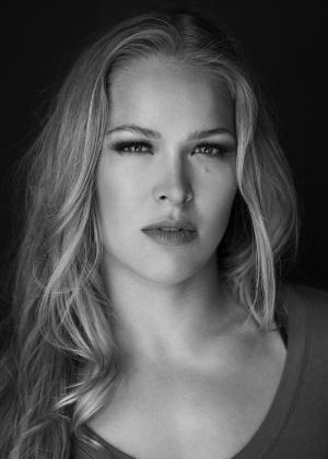 Beleza de Ronda Rousey já rendeu ensaios fotográficos para a loira