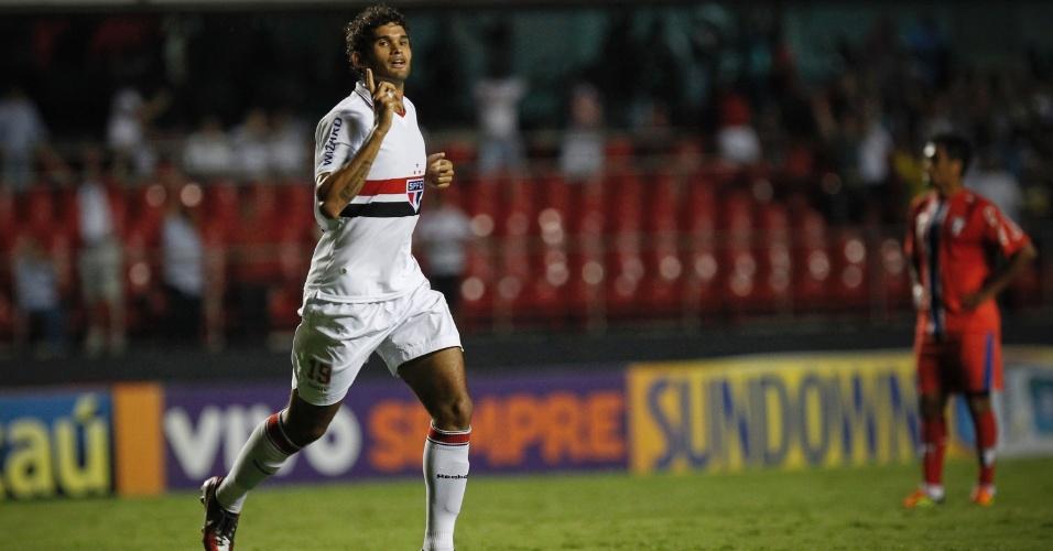 Willian José comemora após marcar o segundo gol do São Paulo contra o Guaratinguetá