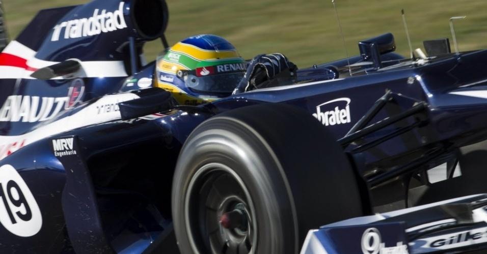 Bruno Senna pilota sua Williams durante os testes coletivos em Barcelona