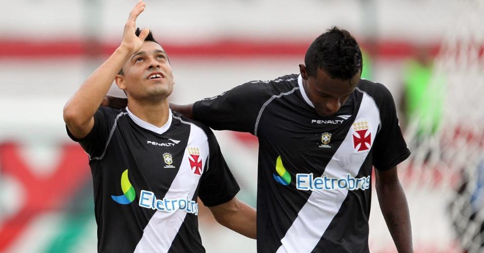 Éder Luis comemora gol do Vasco da Gama contra o Olaria, neste sábado