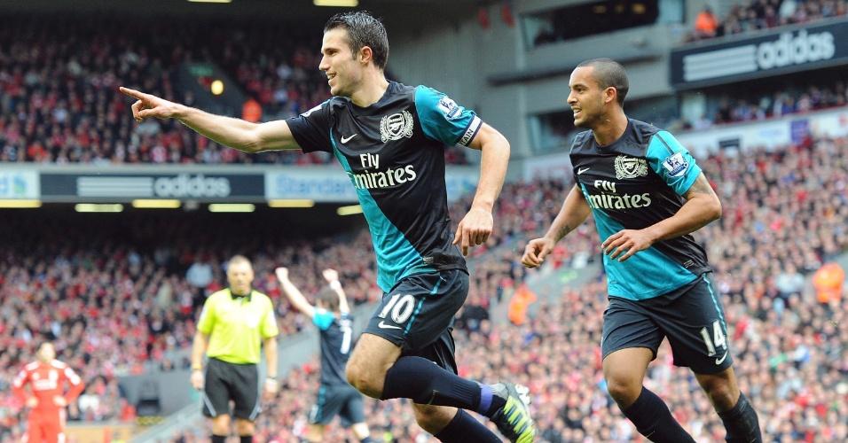 Van Persie, atacante do Arsenal, comemora seu gol durante o jogo contra o Liverpool