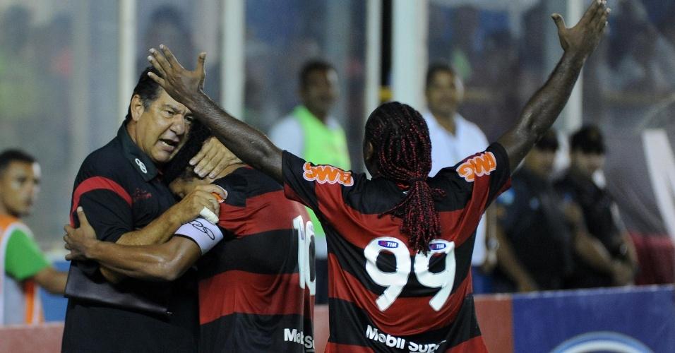 Joel Santana e Vagner Love comemoram gol do Flamengo contra Duque de Caxias
