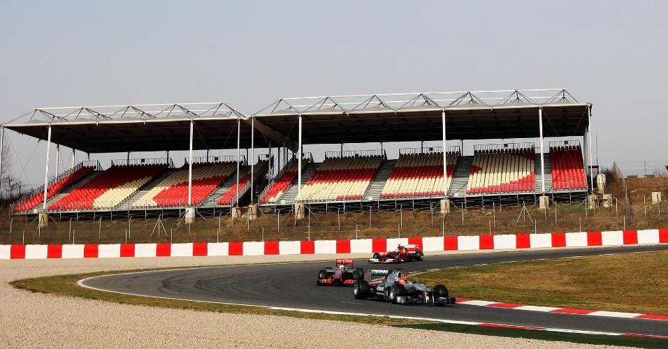 Michael Schumacher, Lewis Hamilton e Fernando Alonso participaram de treino em Barcelona