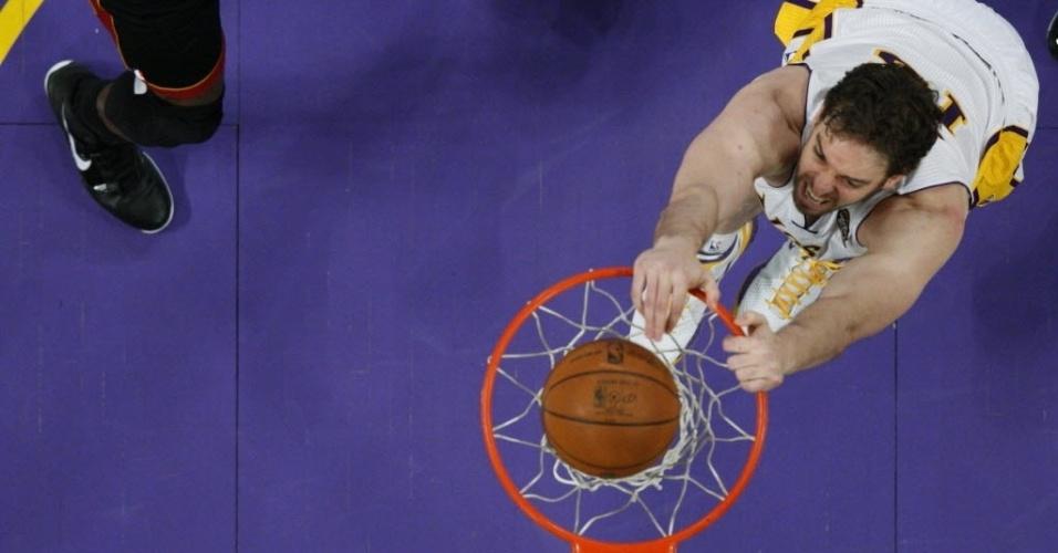 Pau Gasol enterra com gosto na vitória dos L.A Lakers sobre o Miami Heat