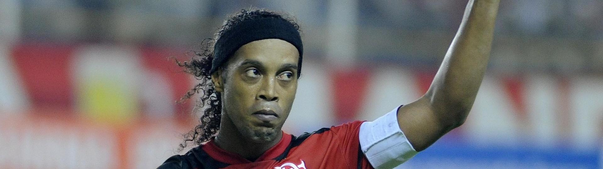 Ronaldinho Gaúcho agradece apoio da torcida durante partida do Flamengo