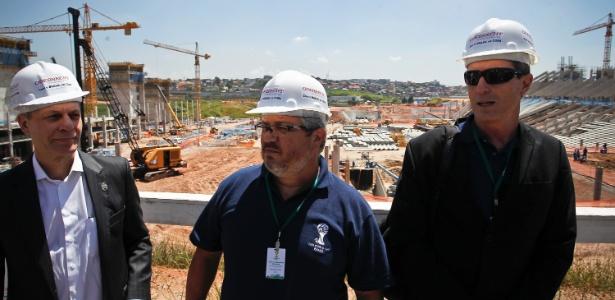 Técnicos da Fifa e do Comitê Organizador Local vistoriaram as obras do Itaquerão