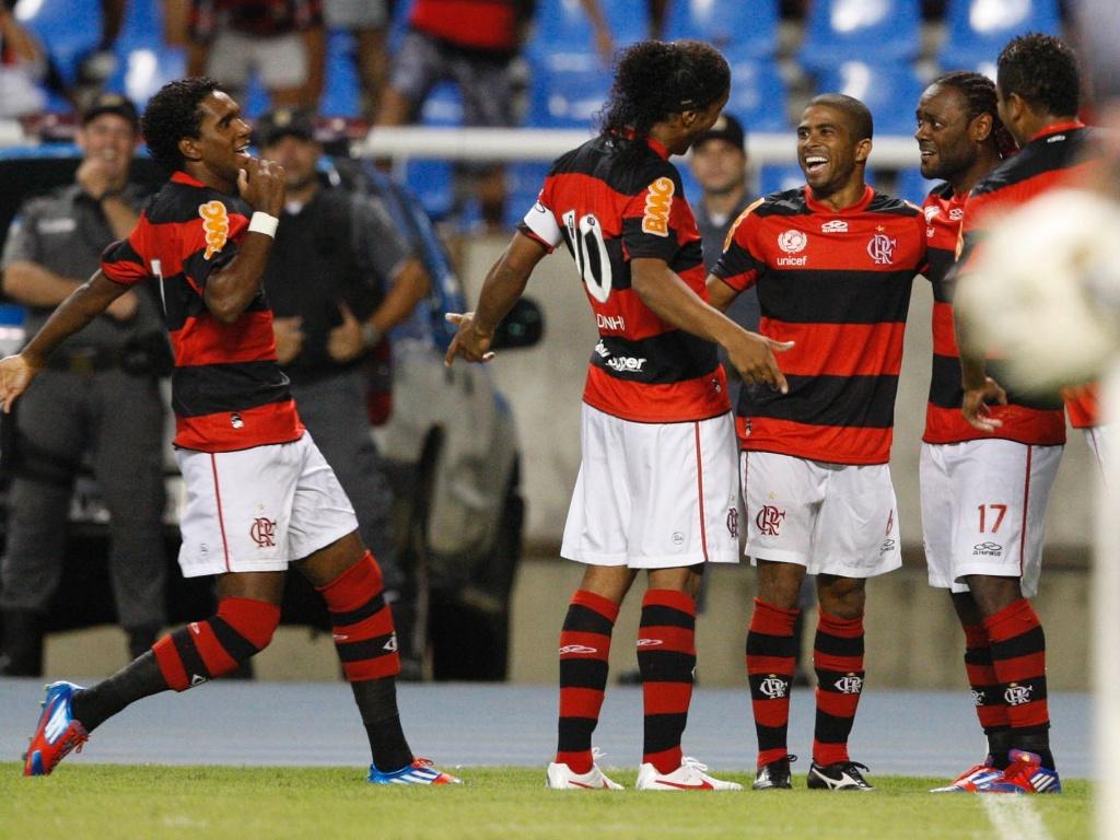 Jogadores do Flamengo comemoram gol de Vágner Love na partida contra o Emelec, pela Libertadores
