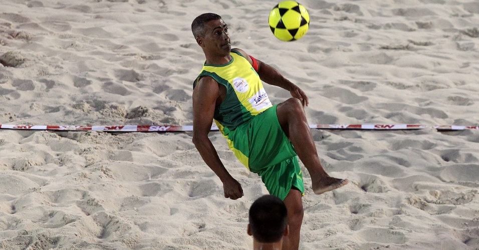 Romário foi flagrado por uso de finasterida, substância comum para combater queda de cabelos. Depois de uma suspensão preventiva em 2008, ele foi absolvido