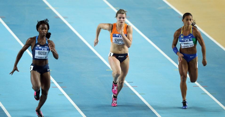 Brasileira Ana Claudia Lemos (à direita) ficou em sexto na sua série e não avançou para a final dos 60 m rasos