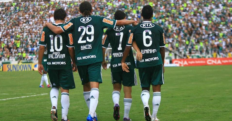 Jogadores do Palmeiras comemoram o gol de Maikon Leite, o segundo no jogo contra o Botafogo-SP