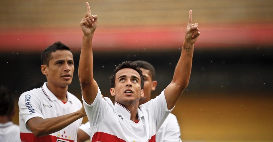 Jogadores do São Paulo comemoram o gol marcado por Jadson contra a Portuguesa