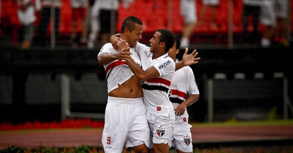 Jogadores do São Paulo comemoram o gol marcado por Luis Fabiano contra a Portuguesa