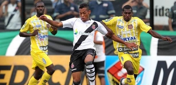 O jovem Dieyson do Vasco, aposta do técnico Cristóvão Borges, é bem marcado pelo Madureira