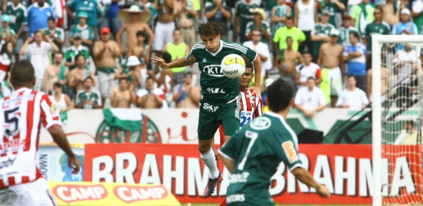 Empréstimo de Henrique acabaria em junho, mas Palmeiras fez a compra junto ao Barça - Edson Silva/Folhapress