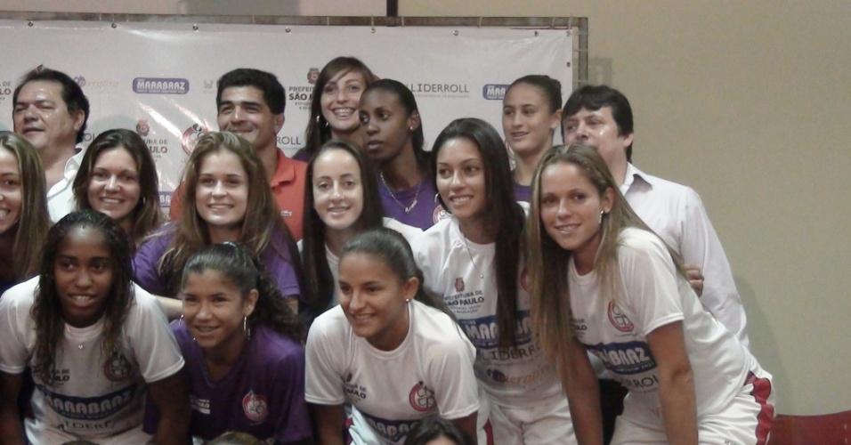 Jogadoras do futebol feminino posam como novas atletas do COTP