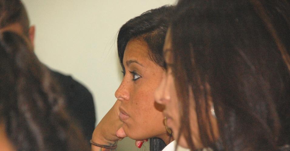 Zagueira Calan mostra que é vaidosa ao não dispensar uma maquiagem