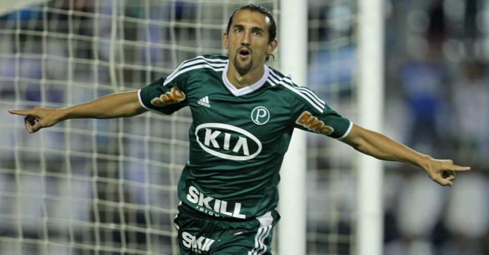 Barcos comemora após marcar o gol do Palmeiras contra o Coruripe