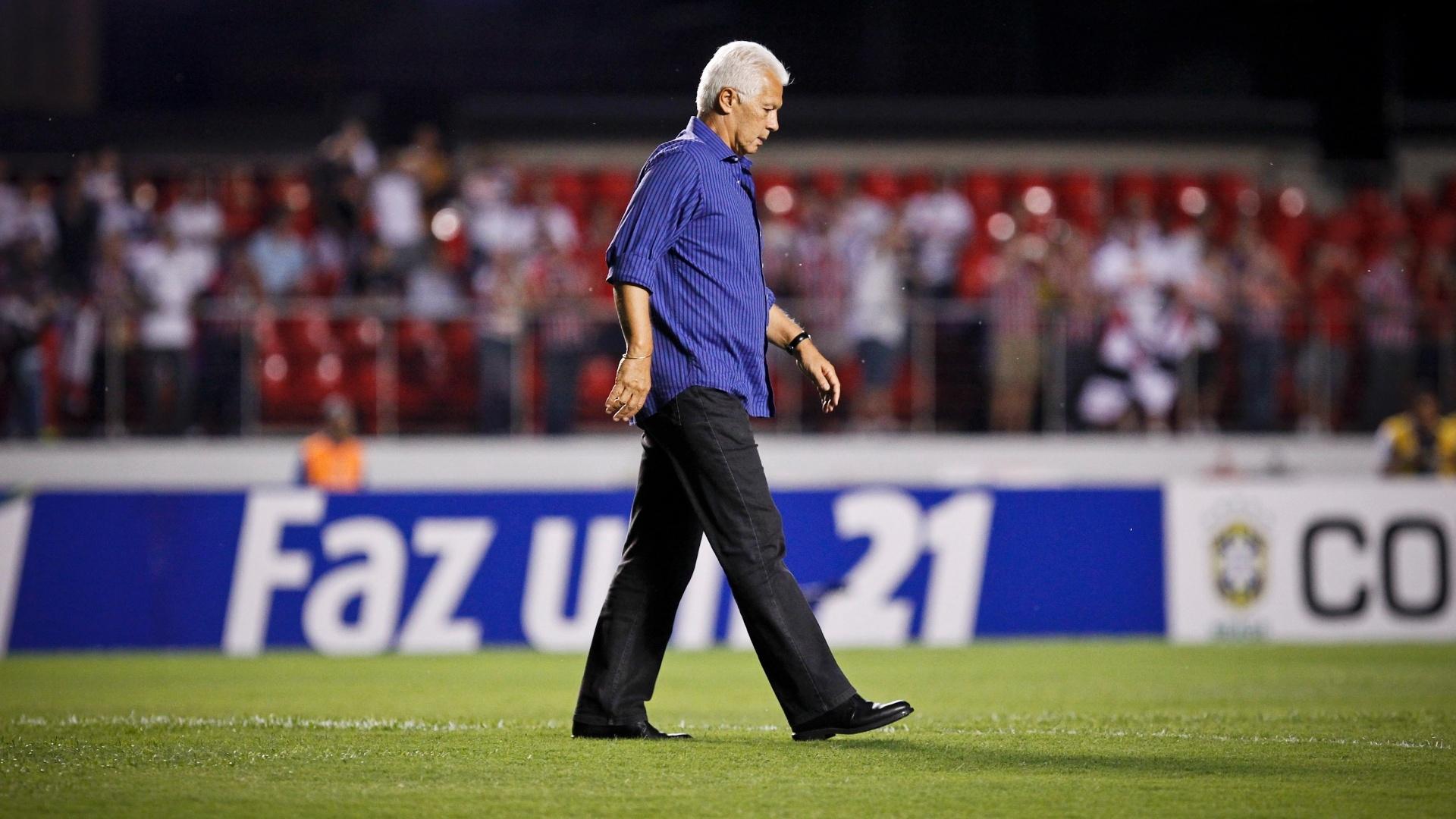 Leão, técnico do São Paulo, antes do início do jogo contra o Independente
