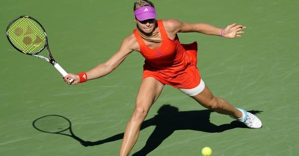 Russa Maria Kirilenko rebate a bola durante partida contra Maria Sharapova em Indian Wells