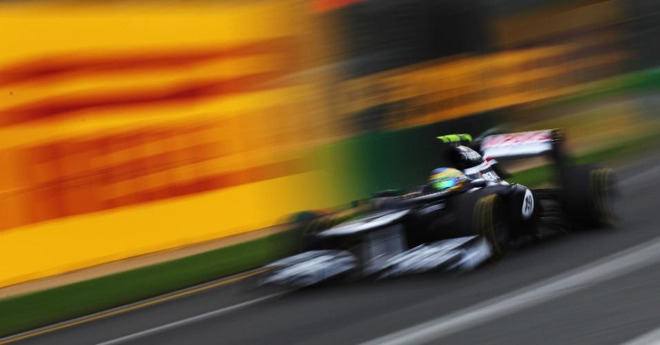 Bruno Senna conduz sua Williams pela pista de Albert Park