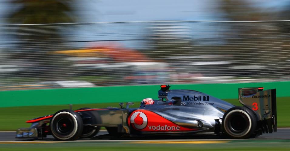 Jenson Button conduz sua McLaren pelo circuito de Albert Park