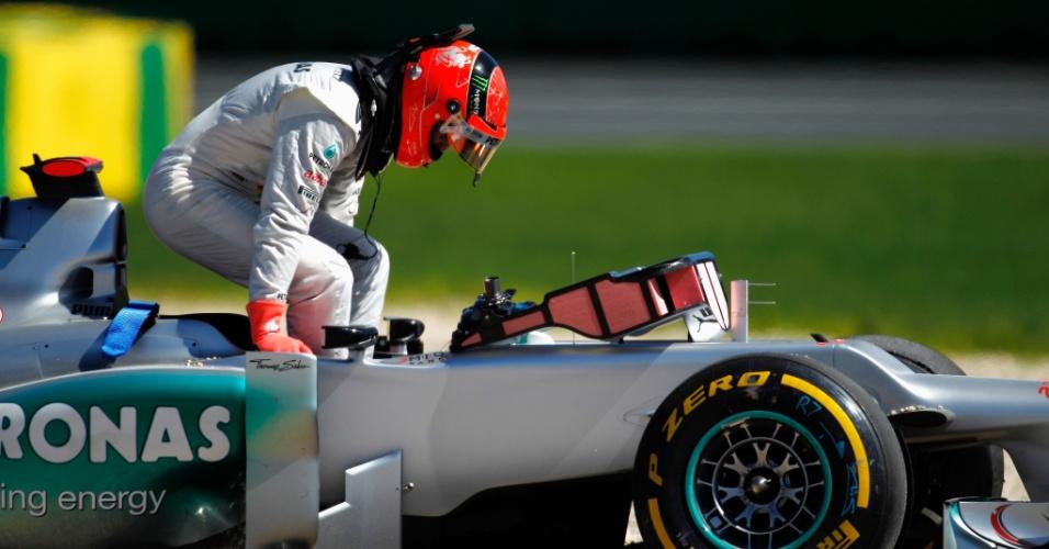 No terceiro treino livre em Albert Park, Michael Schumacher rodou e não completou a sessão