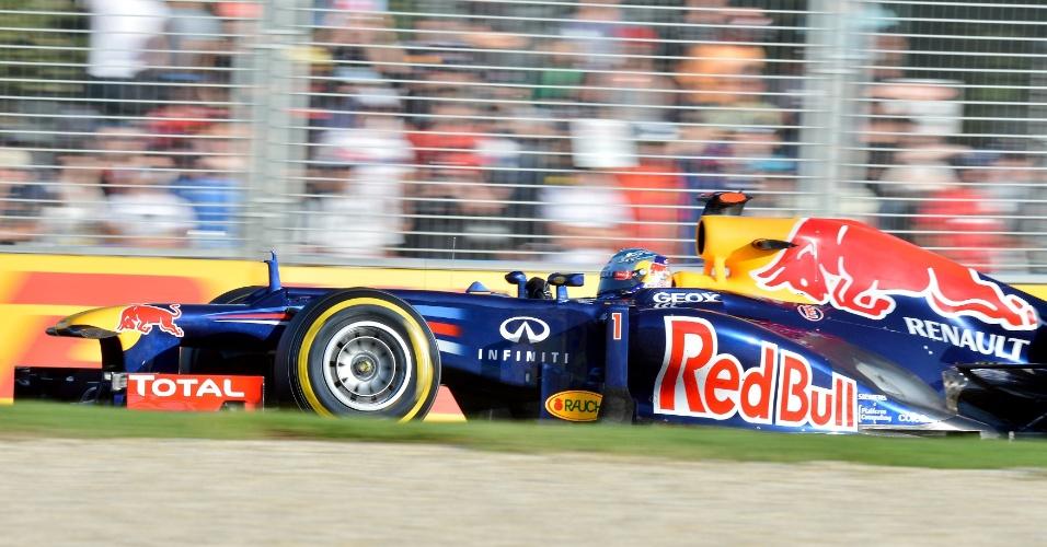 Sebastian Vettel conduz sua Red Bull pelo circuito de Albert Park