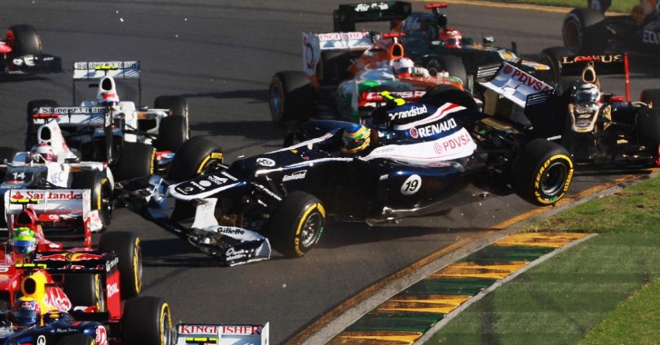Bruno Senna foi tocado logo após a largada do GP da Austrália