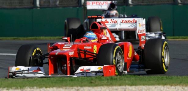 Alonso largou bem e ganhou várias posições nas primeiras voltas do GP da Austrália - Mark Horsburgh/Reuters