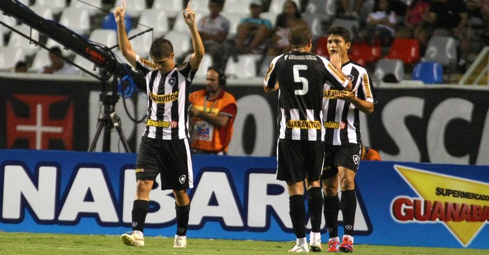 Jogadores do Botafogo comemoram o primeiro gol de Fellype Gabriel no clássico contra o Botafogo