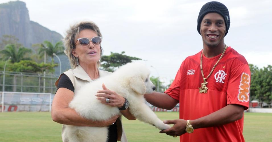 Após ganhar o cachorro de um canil, Ana Maria Braga decidiu repassá-lo para Ronaldinho