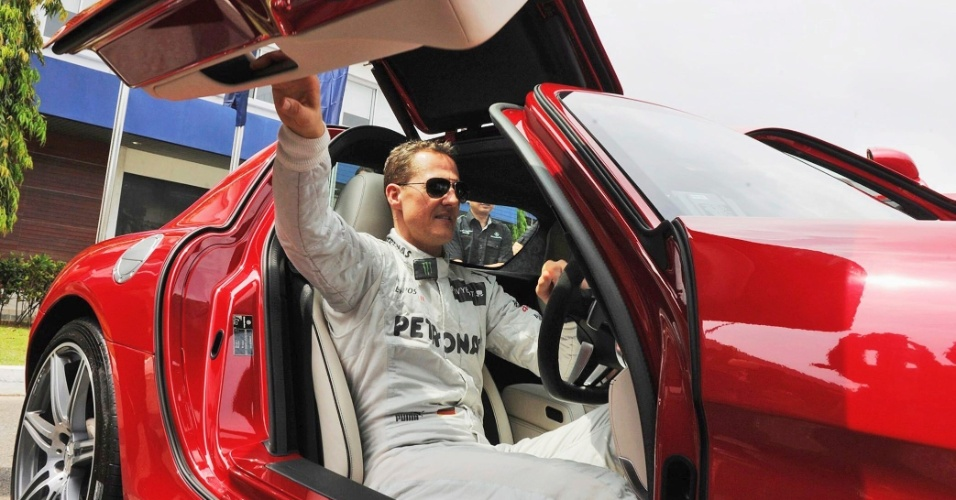 Heptacampeão mundial de F-1 teve a oportunidade de dirigir uma Mercedes SLS AMG nesta terça-feira