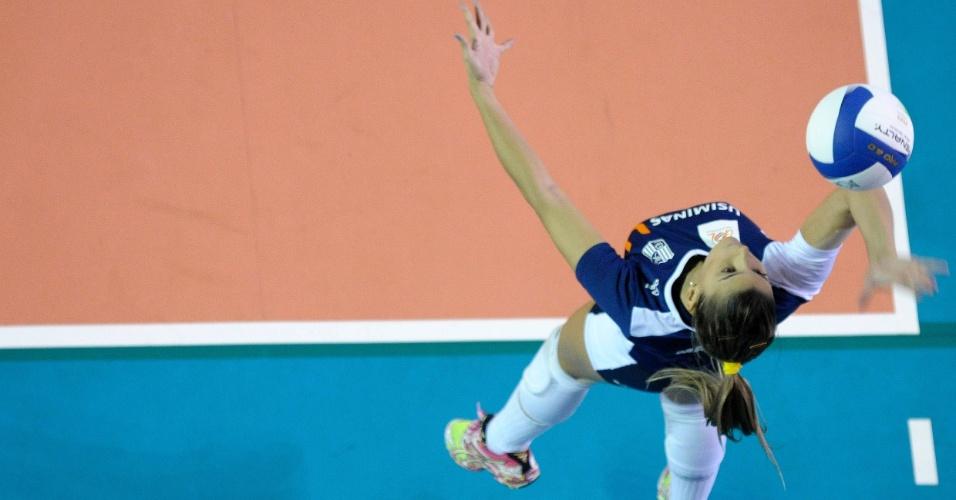 Mari Paraíba realiza saque durante jogo do Usiminas/Minas na Superliga feminina 2012