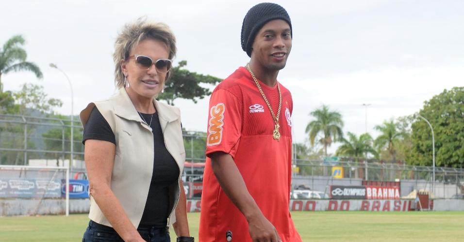 Na véspera do aniversário de Ronaldinho, Ana Maria Braga foi à Gávea