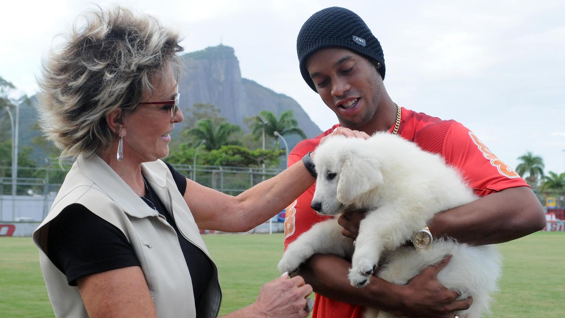 Presenteado, Ronaldinho agradeceu Ana Maria Braga pelo cachorro
