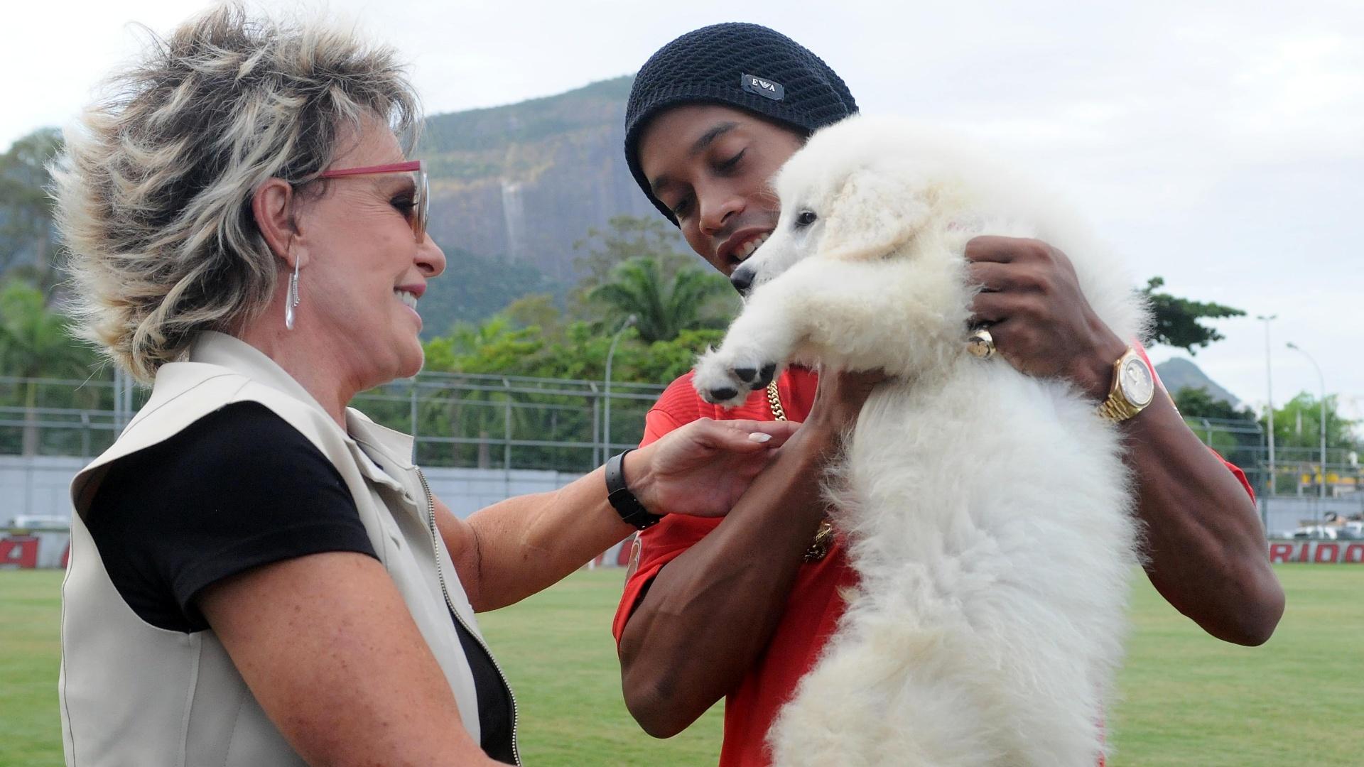 Ronaldinho afirmou que vai chamar o cachorro de Bola