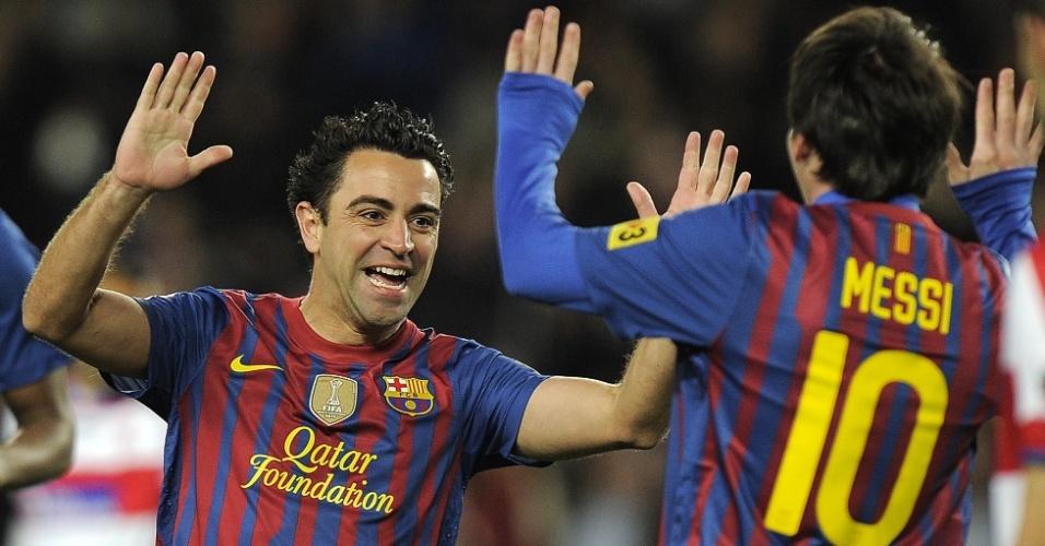 Xavi Hernandez comemora gol que abriu o placar pelo Barcelona depois de receber assistência de Messi