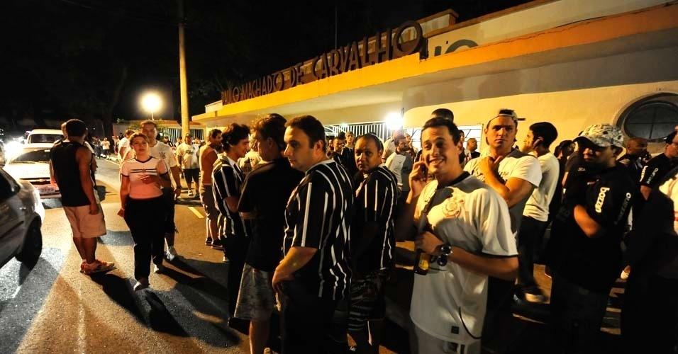 Torcedores do Corinthians chegam ao Pacaembu para a partida contra o Cruz Azul (21/03/12)