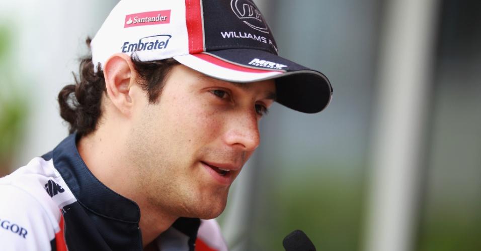 Bruno Senna concede entrevista durante preparação das equipes para o GP da Malásia