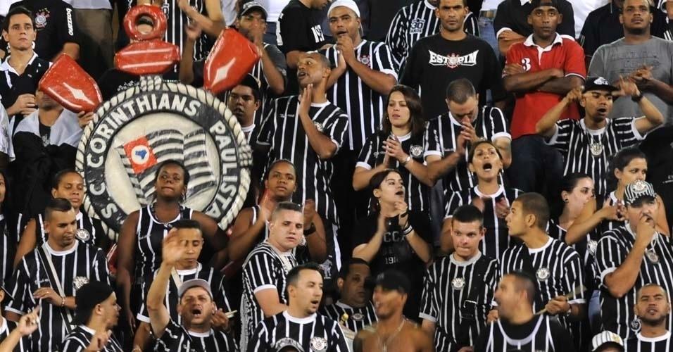Torcedores do Corinthians fazem festa no Pacaembu contra o Cruz Azul (21/03/12)