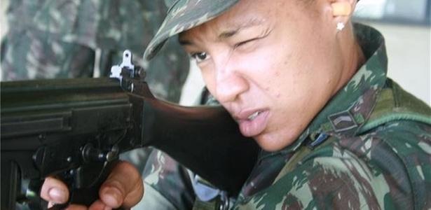 Keila Costa em ação como Sargento do Exército, ela competirá nos Jogos Mundiais Militares
